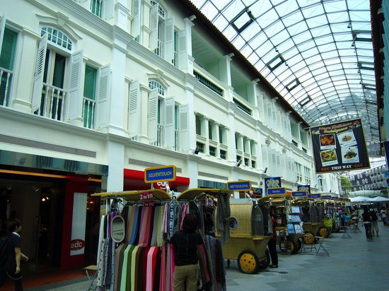 Bugis Street Market - The Hottest Place for Shopping in